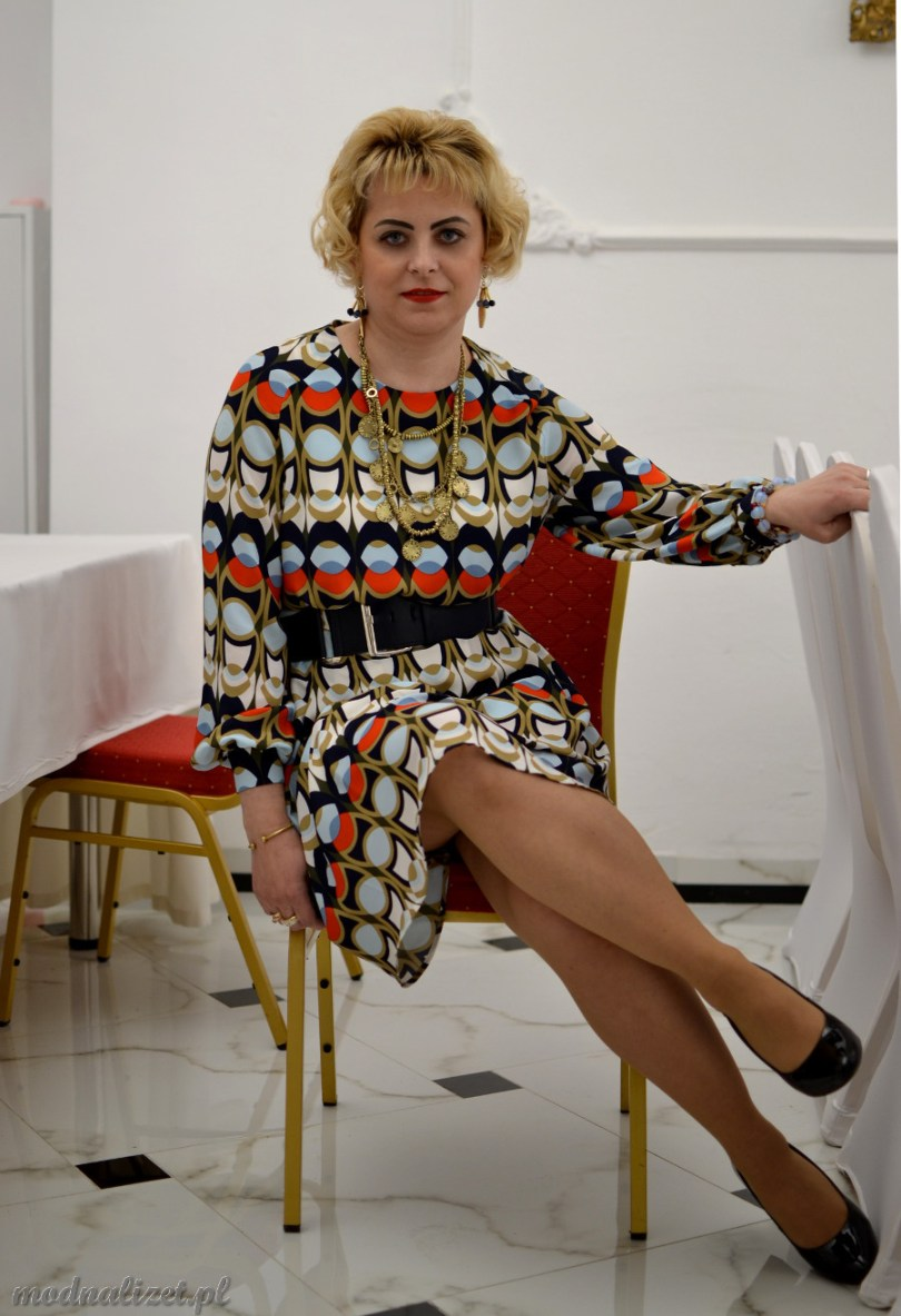Wielobarwna kolorowa sukienka