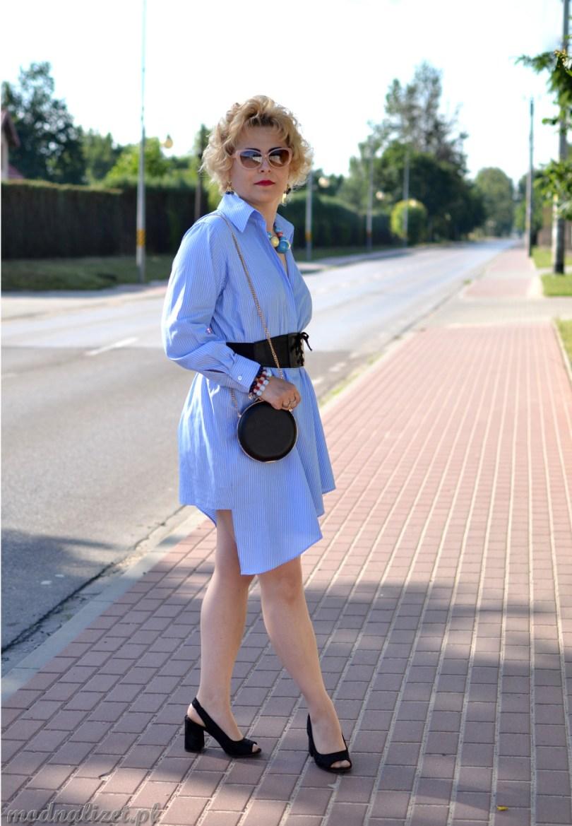 Błękitna sukienka modna