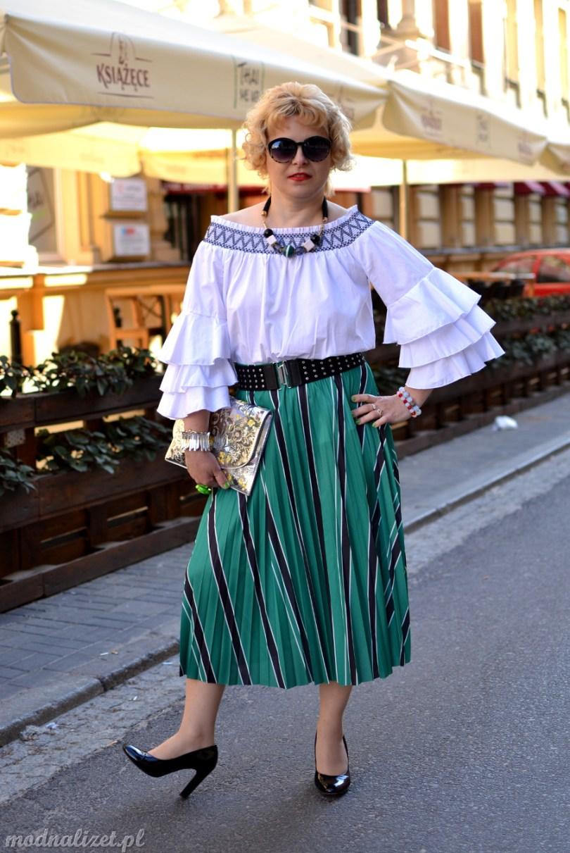 Zielona spódnica i bluzka hiszpanka