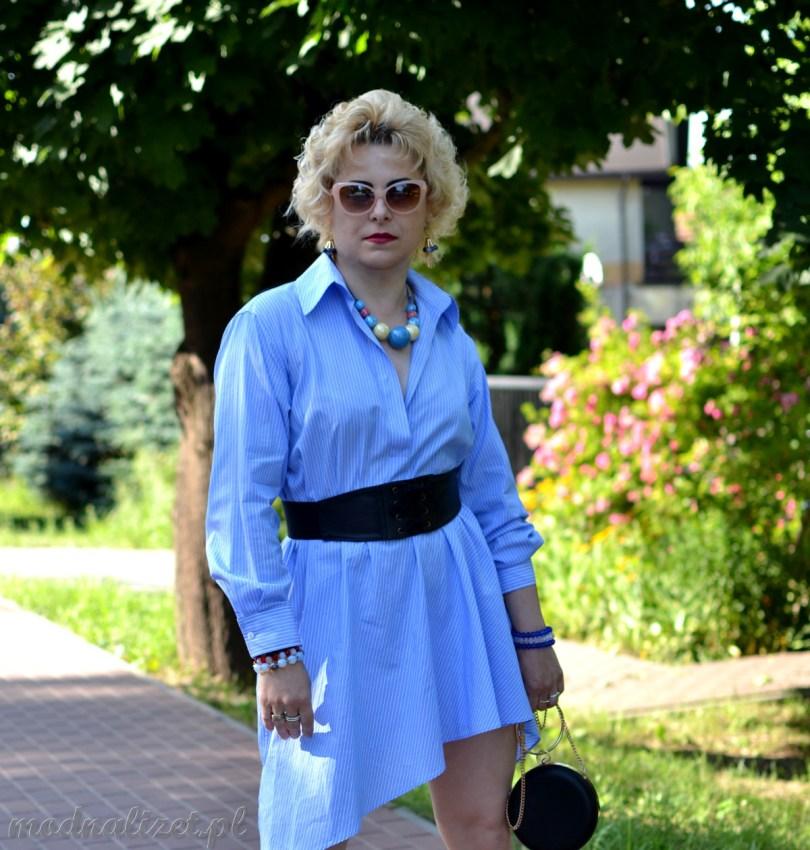 Błękitna sukienka Mos\dna Lizet