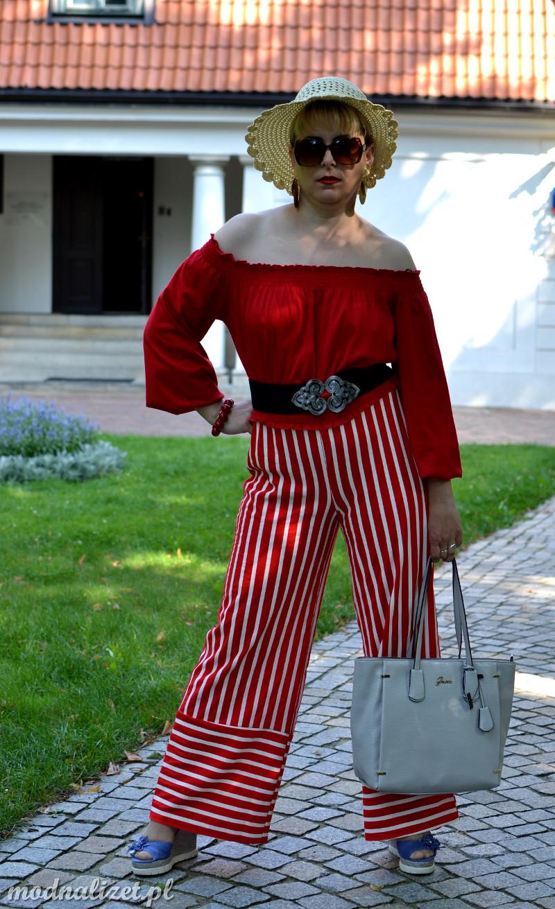 Spodnie w czerwone paski