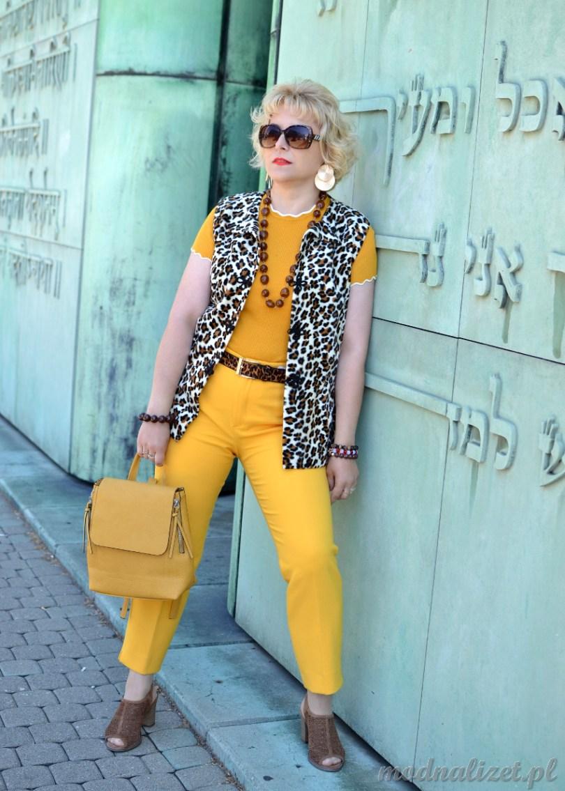 Żółte spodnie i bluzka