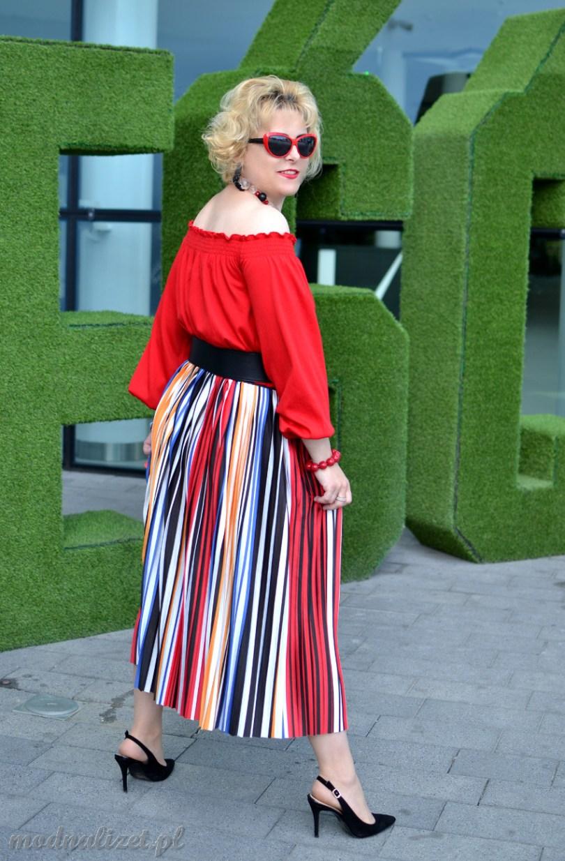 Modna Lizet kolorowa stylizacja