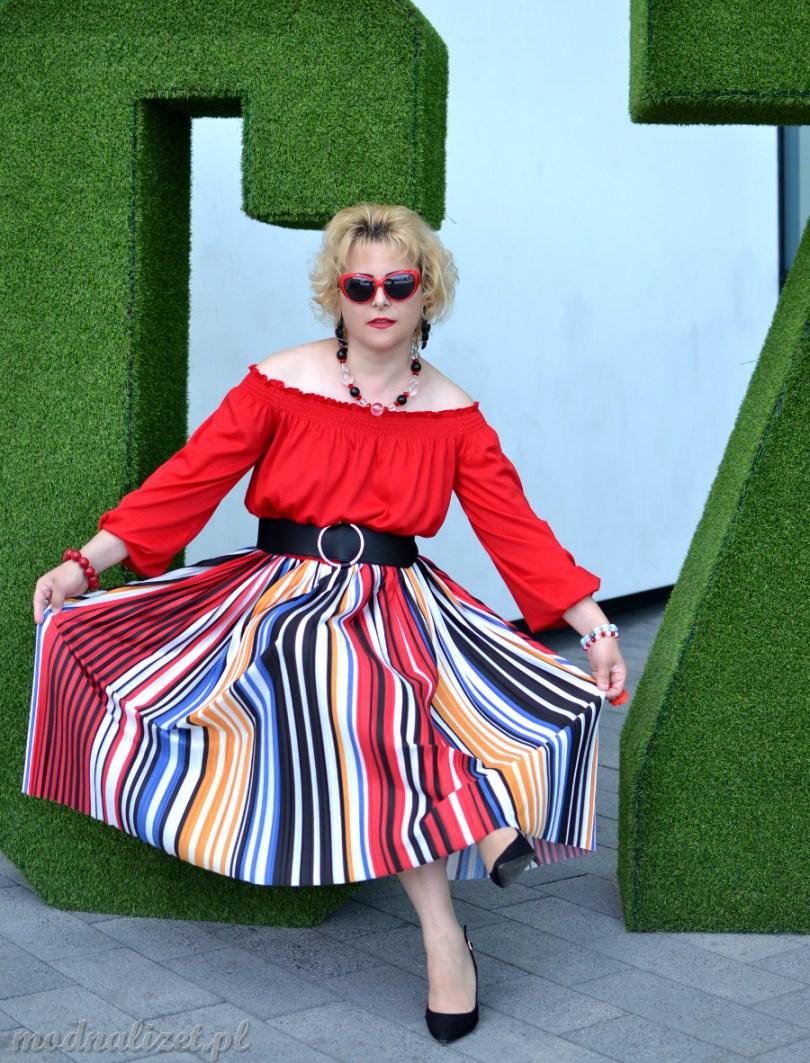 Piękna wielobarwna spódnica