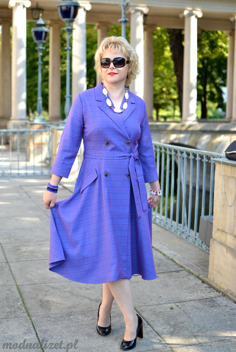 Niezwykła fioletowa sukienka
