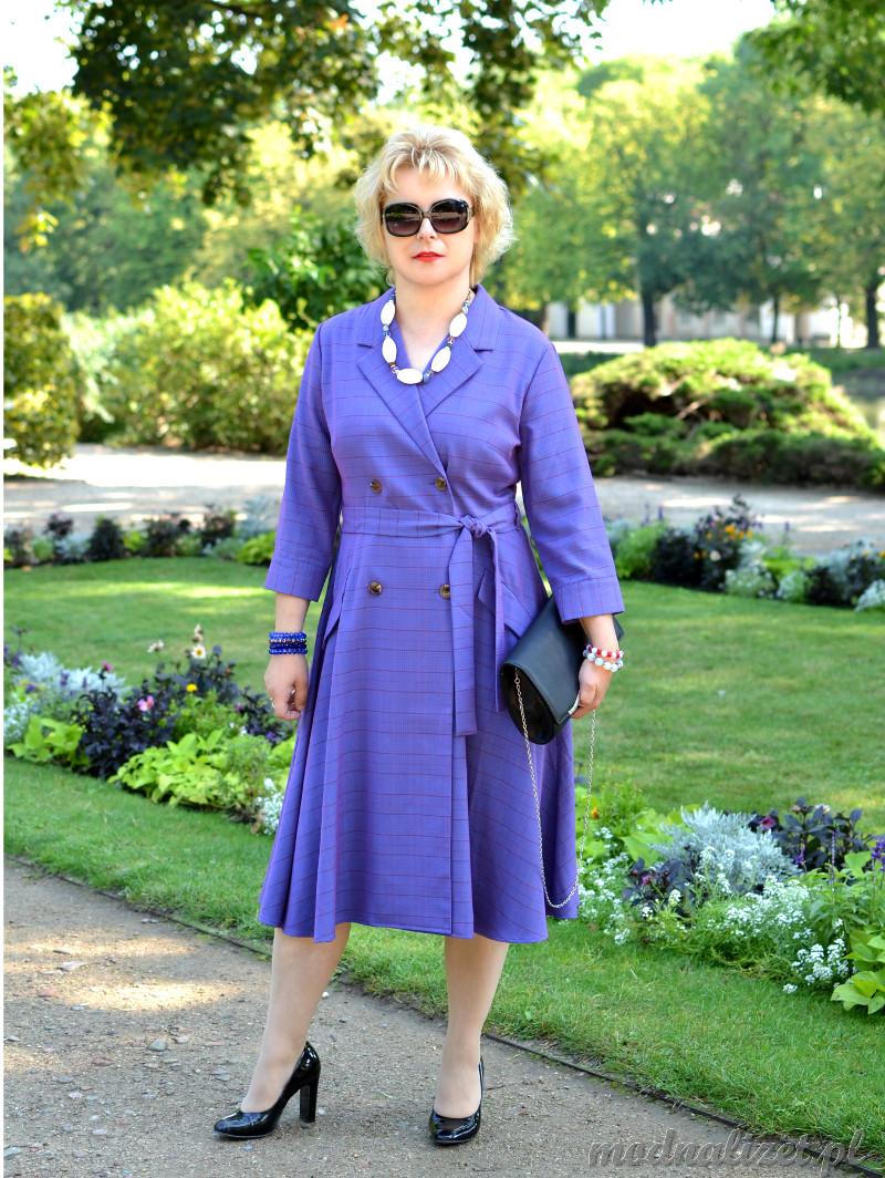 Sukienka w fioletowym kolorze