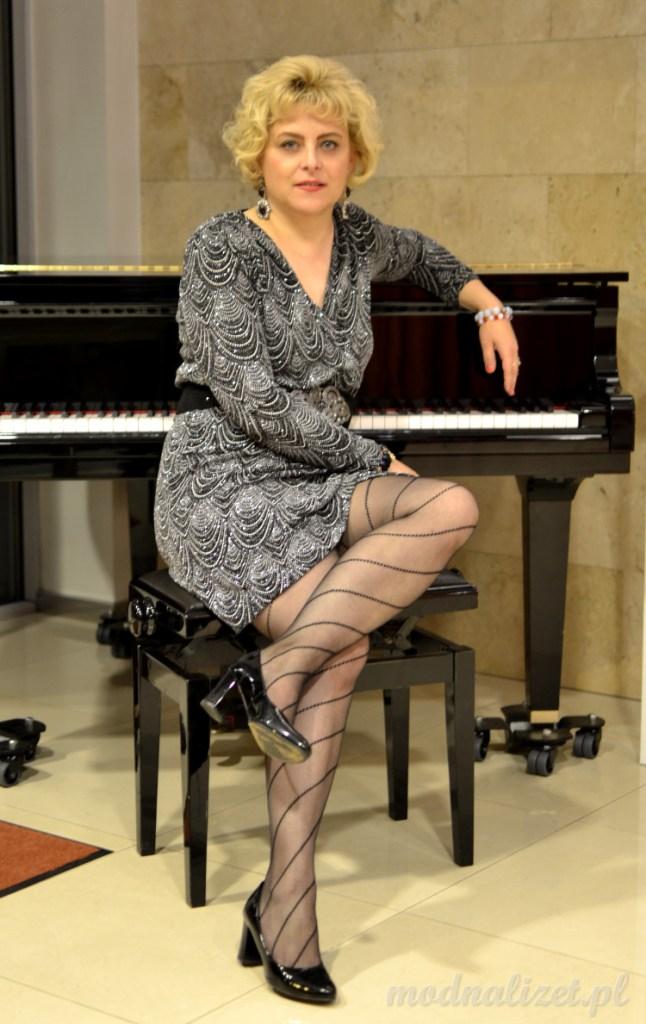 Klasyczna srebrna sukienka Modna Lizet