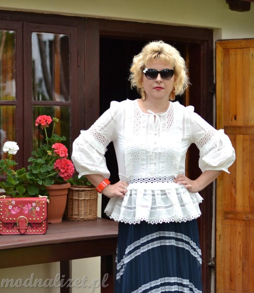 Biała bluzka z koronka