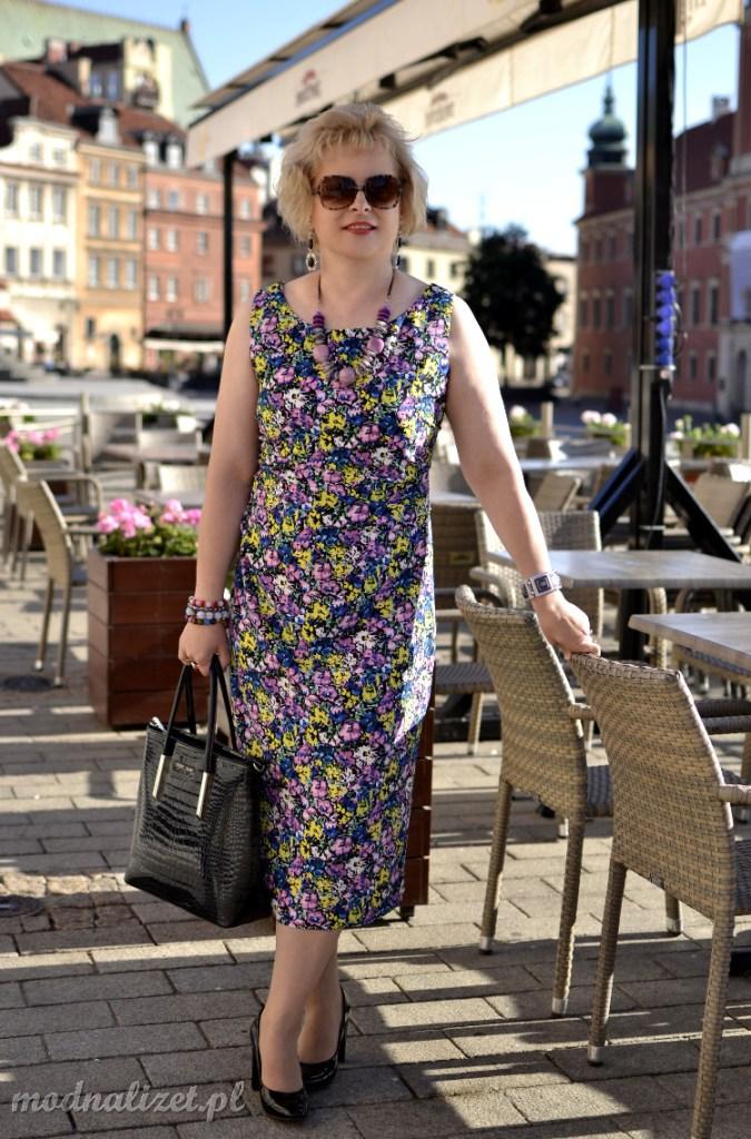 Elegancka sukienka w kwiaty