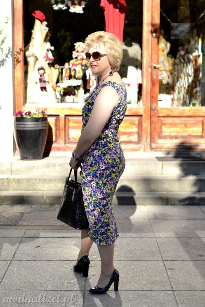 Zmysłowa sukienka w kwiaty