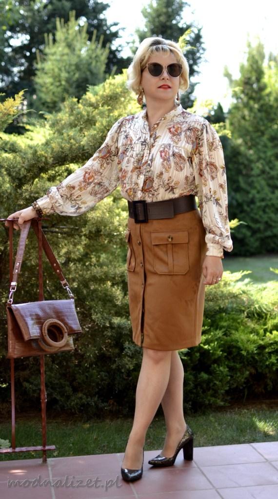 Koszula i spódniczka w odcieniach brązu