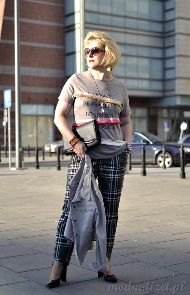 Modna spodnie w kratkę