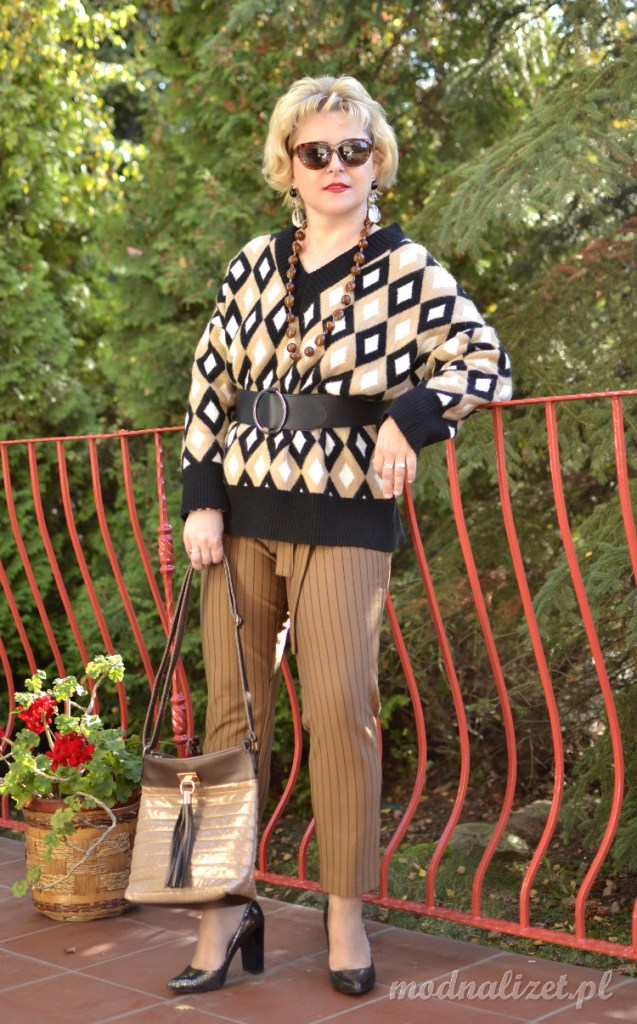 Sweter w geometryczne romby