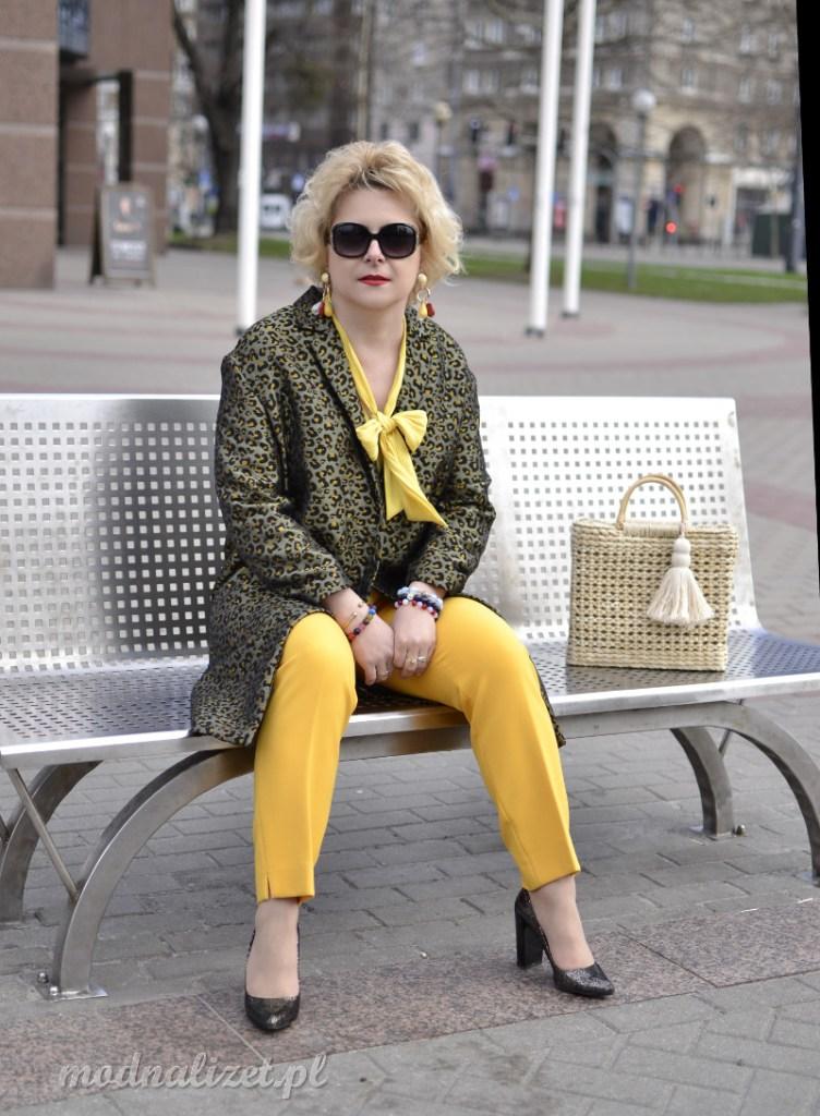Płaszcz w limonkowym kolorze