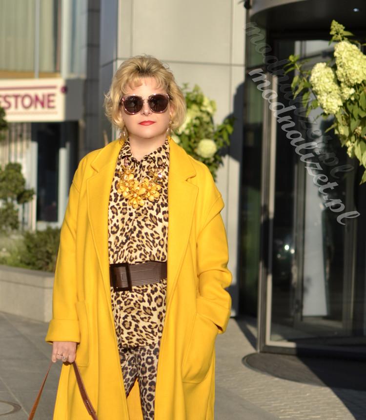 Modny żółty płaszcz