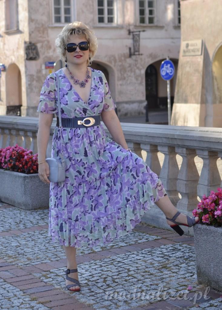 Sukienka z falbankami na lato