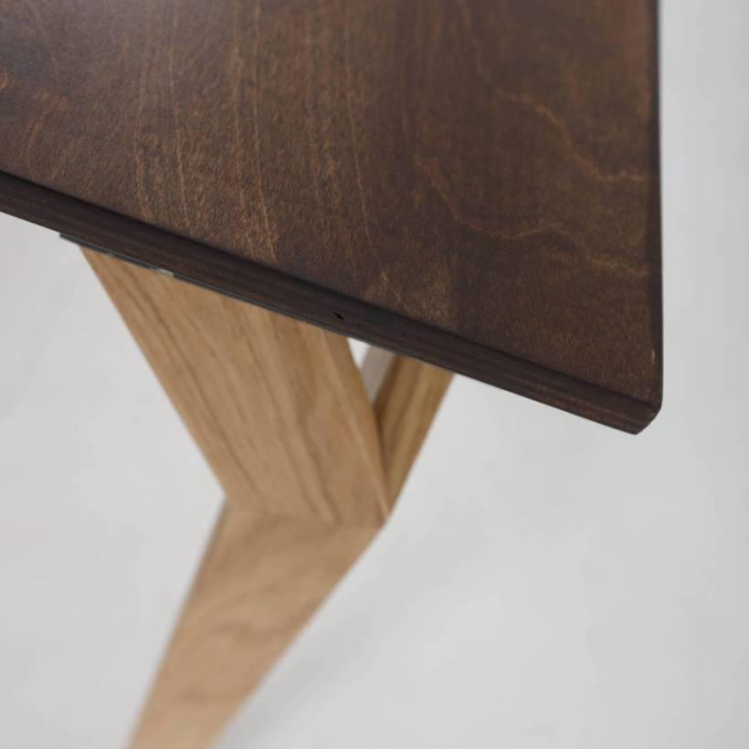 Conform Desk - detalj ruba površine radnog stola i dizajna drvene noge