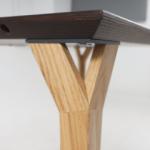 Prikaz ruba Conform radnog stola i noge od hrasta kao opcije