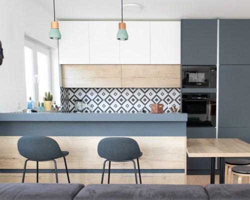 Moderna kuhinja po mjeri rađena u kombinaciji više materijala