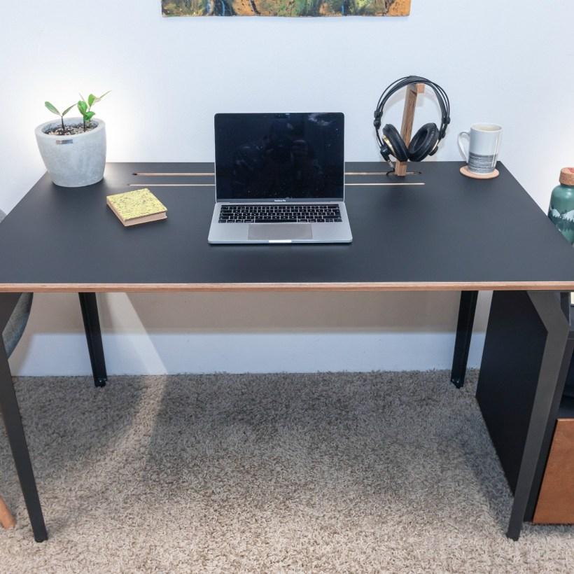Conform Desk BLK u prostoru