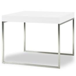 Beistelltisch Ted zeigt sich in reduziertem Design: die Tischplatte in Walnuss-Furnier wird von einem glänzenden Edelstahlgestell getragen. Perfekt für moderne Wohnräume oder Räume mit viel Holz.