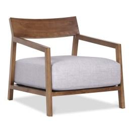 Hier ist Entspannung garantiert: Lounge-Stuhl Amber besticht mit einem besonders dicken Polsterkissen in Hellgrau