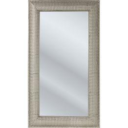 Spiegel: Traum in Glitzer Stilvoller Spiegel dessen eckige Spiegelfläche in einem silberfarbenem Rahmen aus feingliedrigem Blütendekor eingefasst ist. Sorgt für dezente Eleganz im Raum. Material: Stahl vernickelt. Weitere Ausführungen erhältlich.