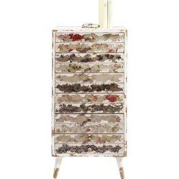 Kommode: Von Kopf bis Fuß auf Vintage eingestellt. Charmante Kommode die mit charaktervollem Shabby-Chic und floralen Ornamenten besticht. Sechs individuell gestaltete Schubfächer sorgen für Stauraum. Serie: Vintage Ornaments.