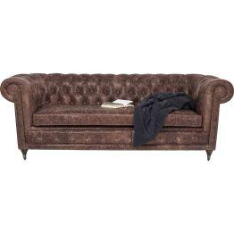 Sofa: Vintage de Luxe Das klassisch gediegene 3-Sitzer Ledersofa im legendären Chesterfield Stil ist ein echtes Schmuckstück. Ausgewogene Proportionen