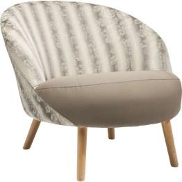 Sessel: Schön sitzen Dieser feine Cocktailsessel zelebriert die Sitzkultur und verwöhnt mit fein aufeinander abgestimmten Proportionen