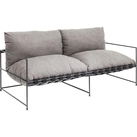 Sofa: Cool Canvas Mit diesem lässigen Sofa wird gepflegtes Chillen zum ästhetischen Genuss. Unglaublich gemütlich und leicht mit anderen Möbeln und Stil kombinierbar hat Cornwall das Zeug zum neuen Lieblingsplatz. Neben legerem Style überzeugt dieses 2-Sitzer Sofa mit unkonventioneller Gurtaufhängung und dem strukturiertem Canvas-Stoff in markanter stonewashed Optik . Cornwall ist perfekt geeignet für einen modernen und lässigen Einrichtungsstil. Auch als Sessel und Liege erhältlich.
