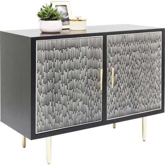 So spannend kann Schwarz/Weiß sein! Die handgearbeiteten Intarsien der Kommode Piano ergeben ein einzigartiges Muster. Die schlanken Messingfüsse unterstreichen ihren Fifties-Look. Steht im Schlafzimmer genauso gut wie in Flur oder Bad. Beistelltisch in gleicher Machart erhältlich.