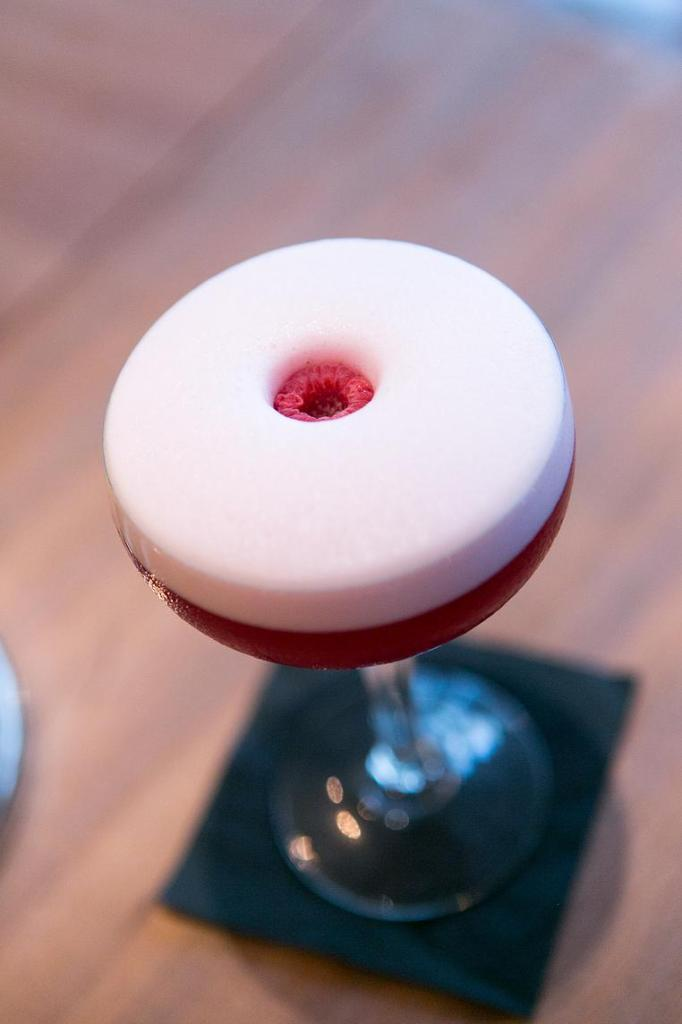 Création de cocktails au bar 153 à Paris