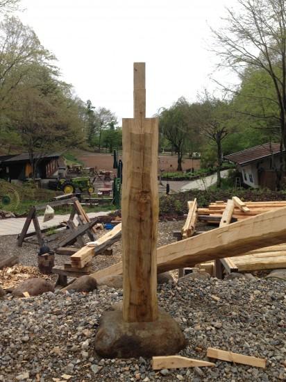 まっすぐに建つ柱