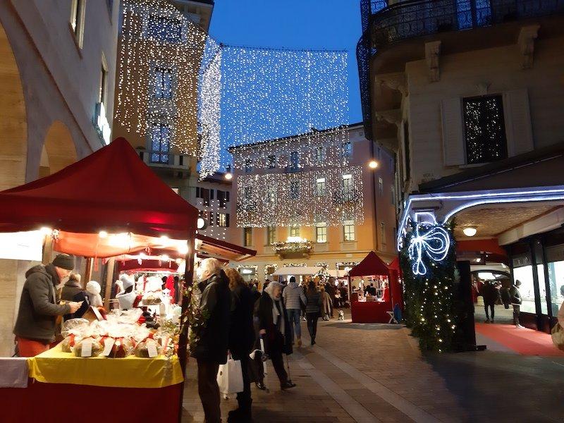 Lugano Svizzera stand di Natale