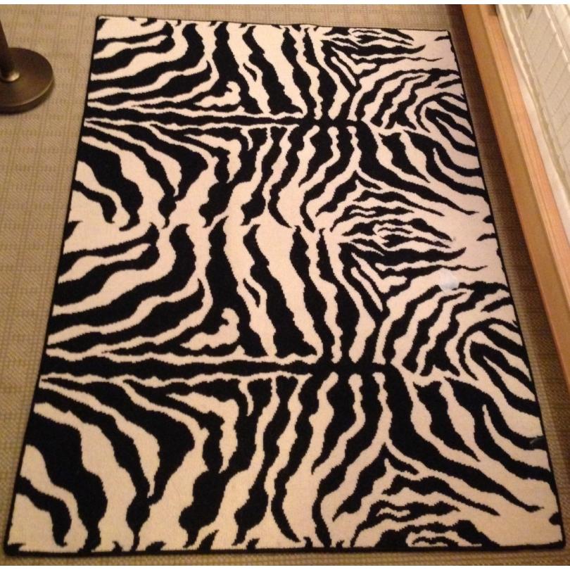 tapis moquette bordee zebre
