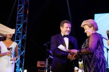 Evgeny Staroselsky receiving an Award