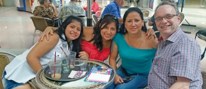 Angie, Diana Alesandra, Diana Milena et papa Christian (avril 2015).