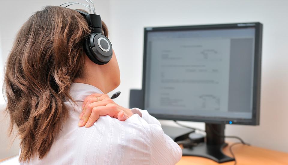 Girl-Office-Worker-Sore-Shoulder