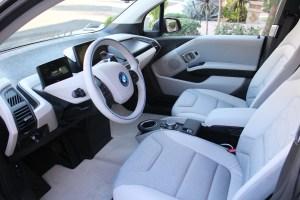 Dywaniki samochodowe – dlaczego warto mieć dwa komplety dla swojego auta?