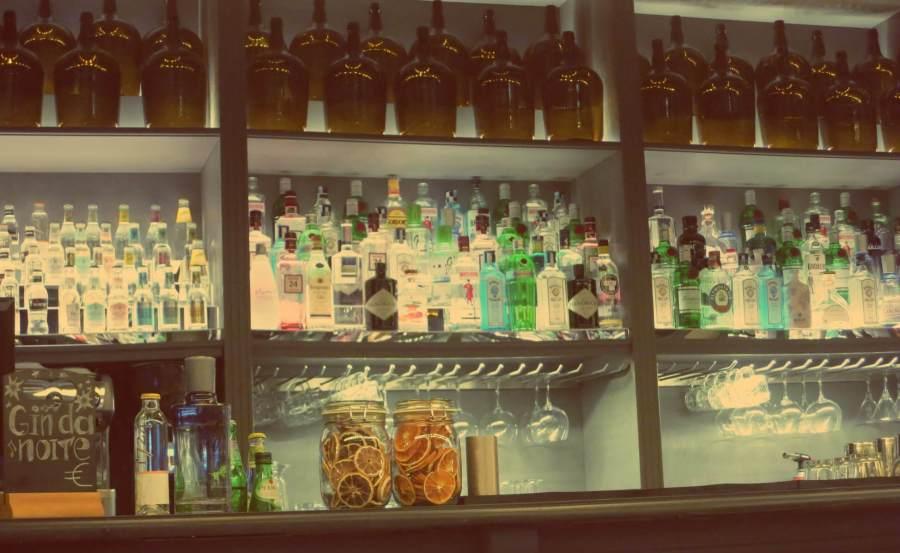 Bar im Honorao Clerigos in Porto, Portugal