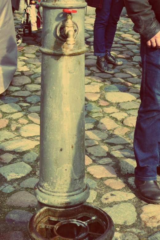 Uzupis in Vilnius. Bierbrunnen in Uzupis