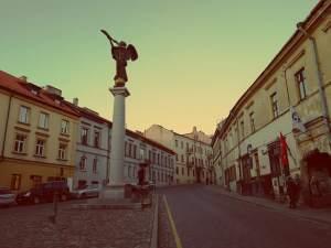 Uzupis in Vilnius. Der Engelsplatz mit Spunka-Bar in Uzupis