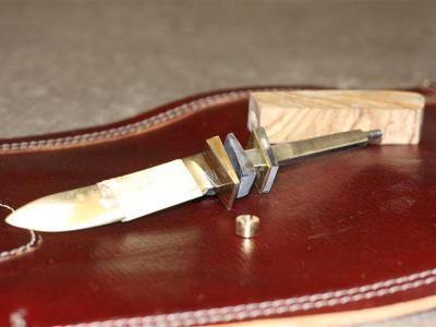 Das Messer kann jetzt montiert werden.