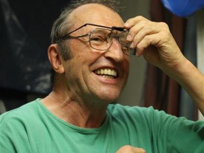 Karl mit seinen Precision Glasses