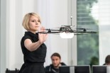 Martina Mara dirigiert Drohne