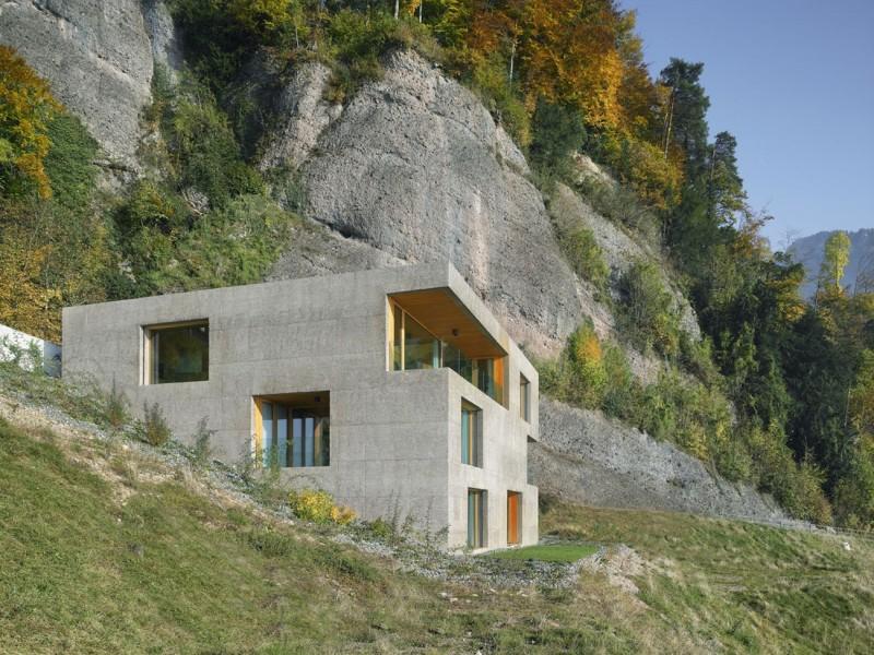 kuća-izvedena-u-kombinaciji-drvai-betona-3