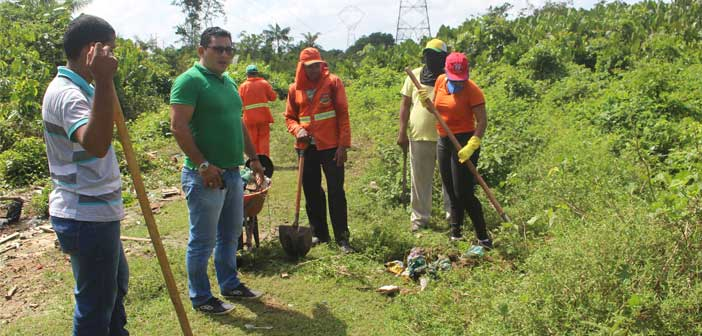 Prefeitura de Moju realiza limpeza de Igarapé.