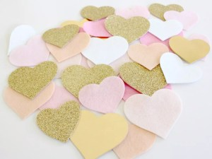 A Felt Heart Garland for a Bedroom Makeover