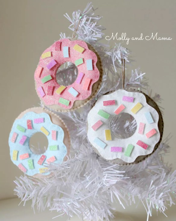 christmas-donut-ornaments-from-molly-and-mama